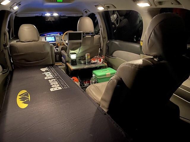 車中泊ポイントに到着した時点での車内の写真