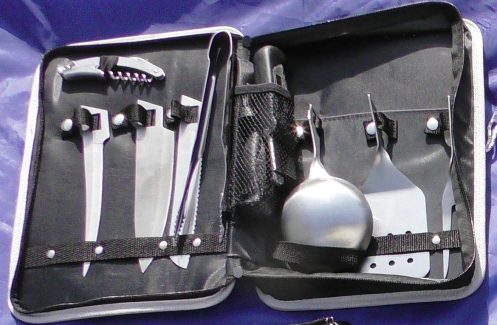 ケース入りの調理器具セットの写真
