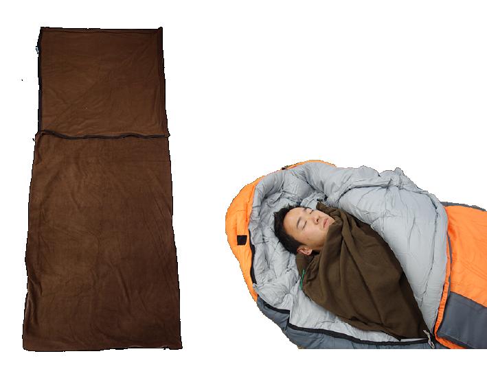 寝袋とインナーシュラフを使って眠っているところの写真