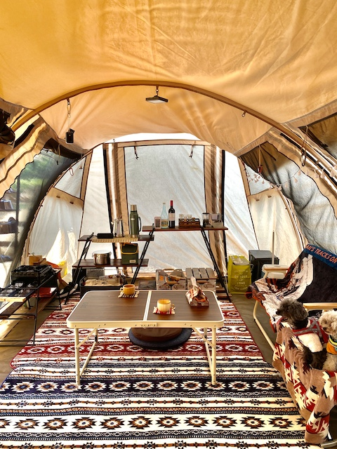 おこもりスタイルのテント内の写真